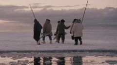 Big Miracle: A Look Inside (Featurette)