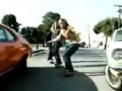 Lords Of Dogtown Scene: Skitching The Bus